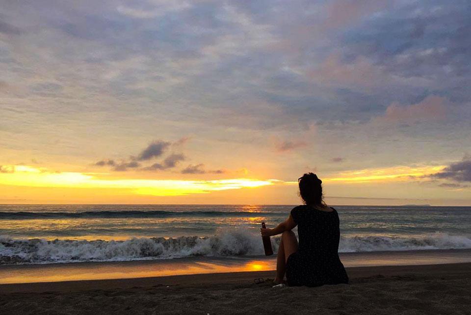 Vigh Bori a tengerparton